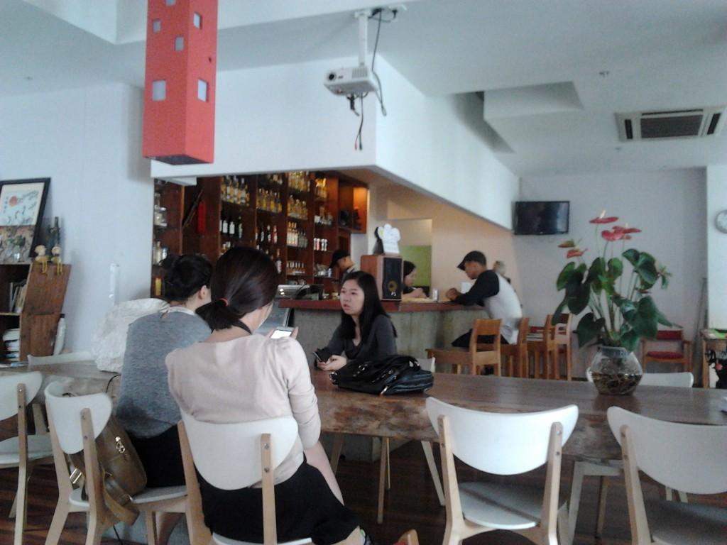 Haciendo amigos_meeting friends in Shanghai_China in-crowd